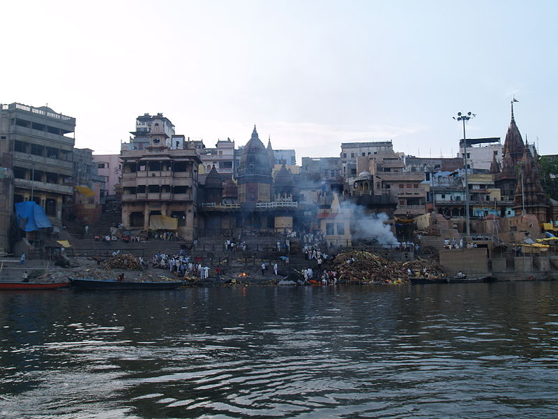 800px-Funeral_on_the_Ghats